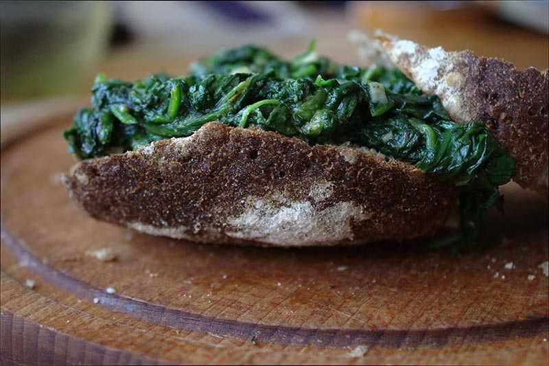 Kanapka ze szpinakiem
